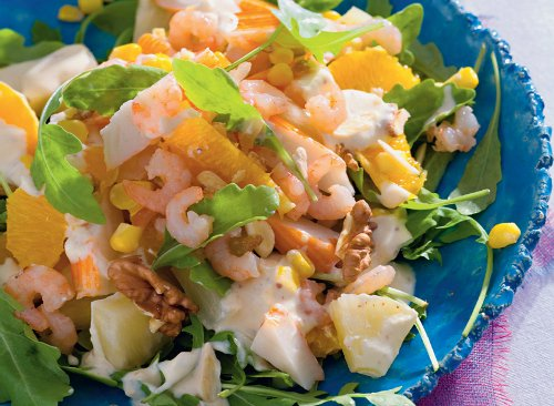 Салат с креветками кукурузой и ананасом